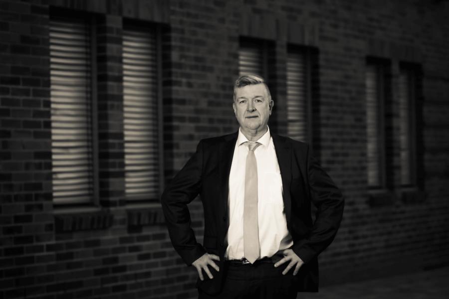 Die typischen täglichen Fällen von Rechtsanwalt Dr. Burkhard, der Fachanwalt für Steuerstrafrecht, …
